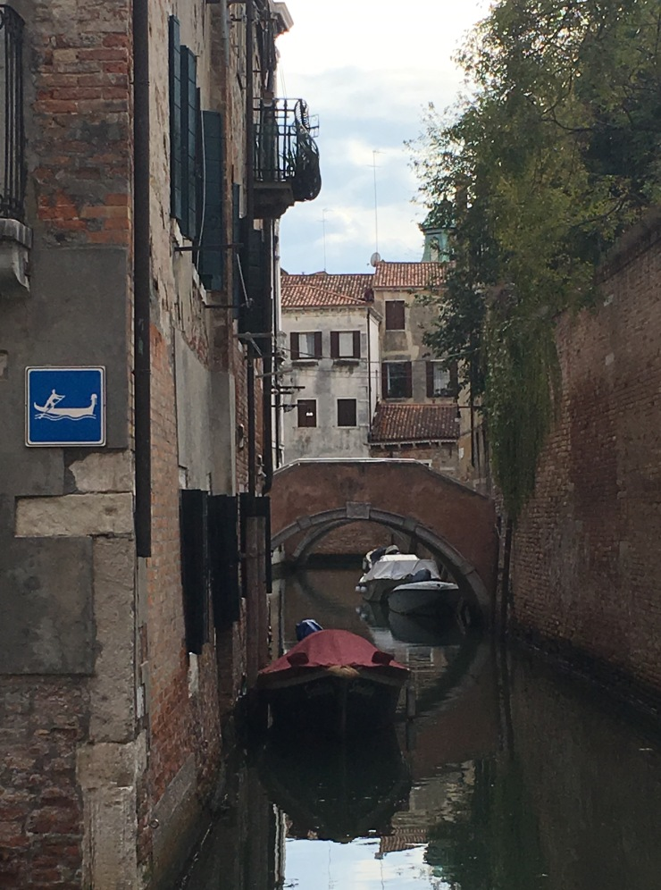 street-signs-in-venice