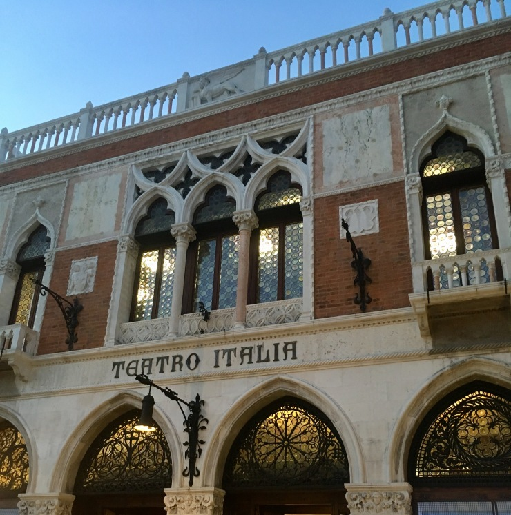 Teatro Italia supermercato.jpg