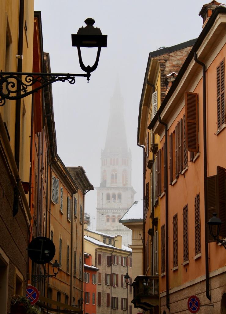Modena con la nebbia